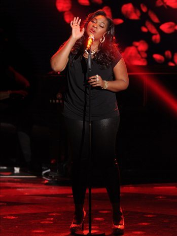 "Candice Glover singing The Cure's ""Lovesong""  on FOX's American Idol (April 10, 2013)"
