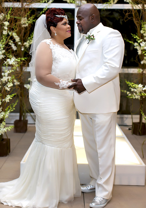 Tamela Mann and husband David Mann get married again. Credit: Kauwuane Burton via www.usmagazine.com